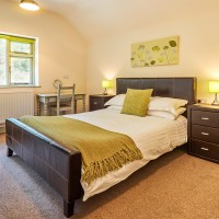 Large Double Room Lakeside Cottage